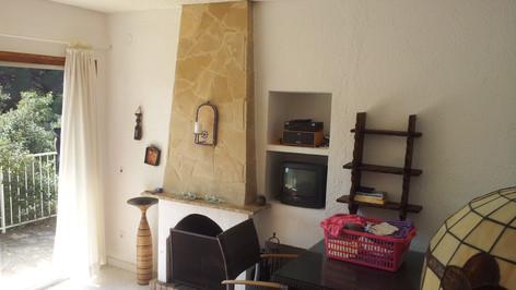 Wohnzimmer mit zugang zum Patio