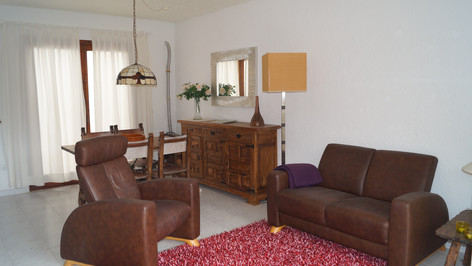Das Wohnzimmer mit couch