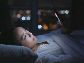 英國曼徹斯特大學科學家研究發現:iPhone夜間模式容易導致失眠!
