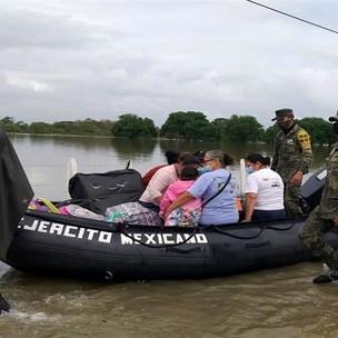 Evacuan a 10 mil personas en Tabasco por inundaciones