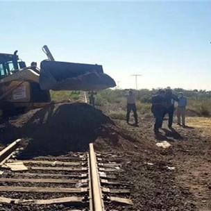 Liberan agricultores vías en Meoqui tras casi dos meses