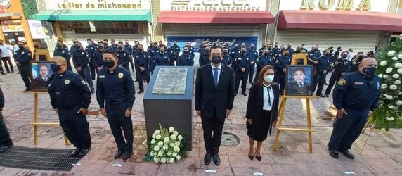 Realizan Guardia de Honor en aniversario de bomberos caídos.