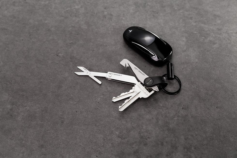 KeySmartMini_ToolsAndFob_Open.jpg