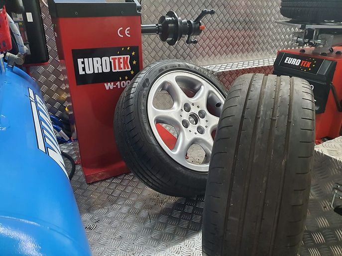 24hr mobile tyre services.JPG