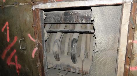 Rippenrohrwärmer im Kessel mit KMF-Dämmung und Asbestdichtung