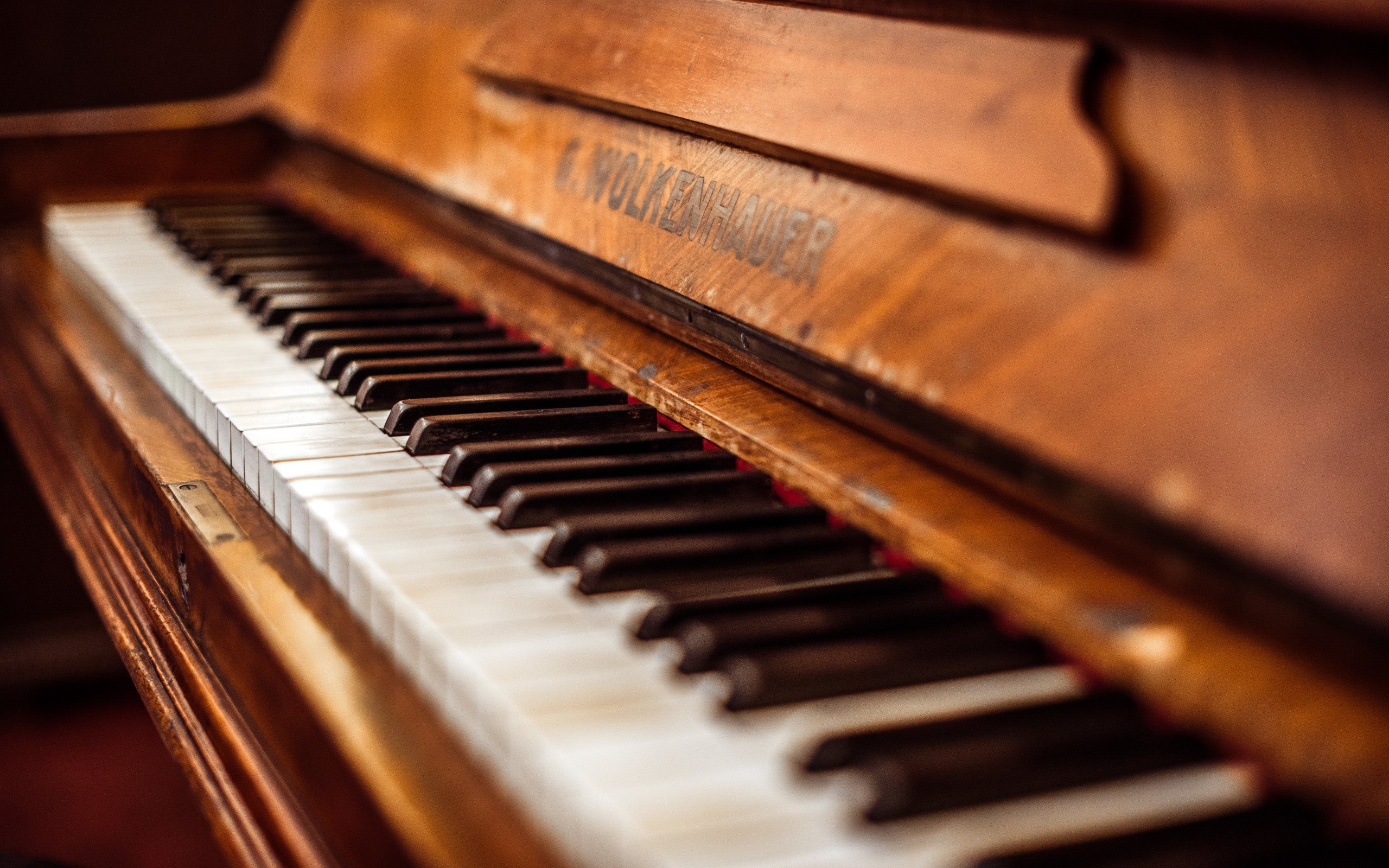 old-piano-grand-piano-piano-keys-wooden-