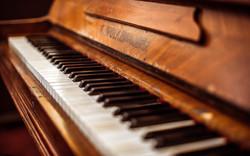 old-piano-grand-piano-piano-keys-wooden-
