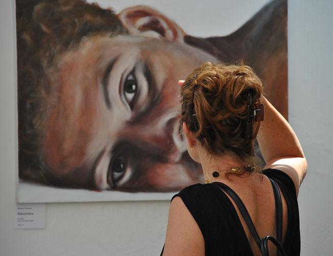 Ausstellungen | Nikolaus Reinecke | Besucherin