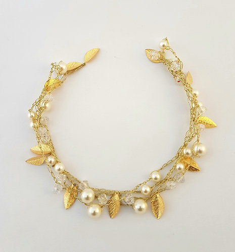 Gold Silk Necklace - Clear cristles with pearls & gold-plated leaf
