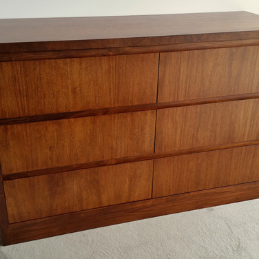 CHEST OF DRAWERS in a  mahogany brown whittle wax finish