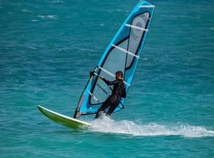 windsurfing-3264136_1920.jpg