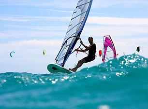 windsurfing-3045927.jpg