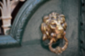 doorknocker-1824584_1920.jpg