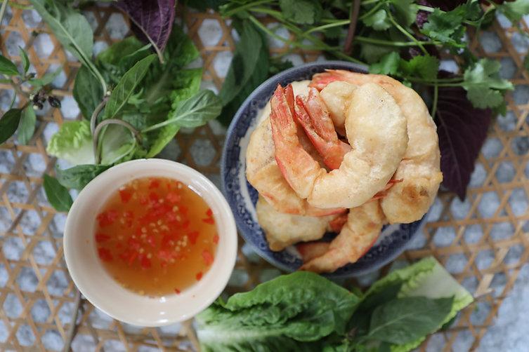 Vietnamese Battered Prawns Lettuce Wraps - Tôm Lăn Bột Chiên