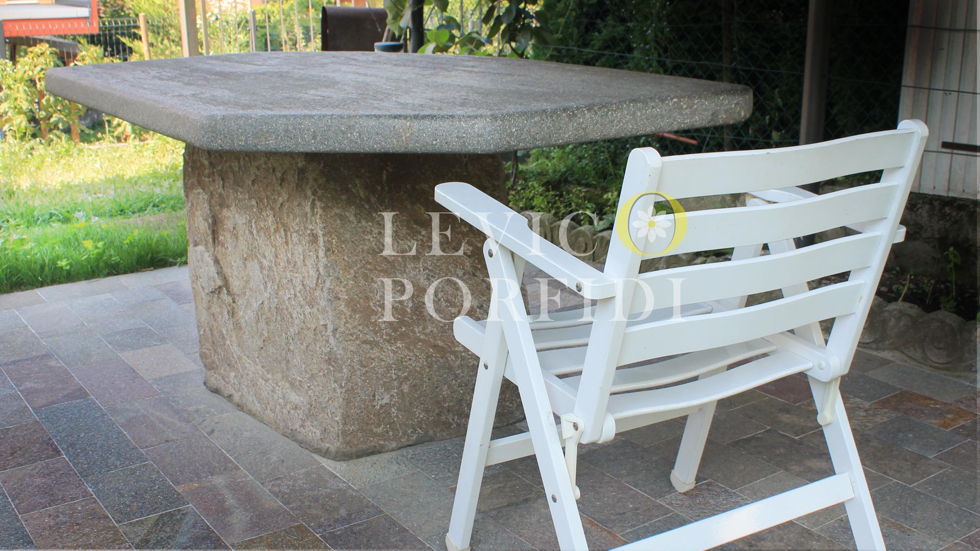 Tavolo in Pietra massiccia
