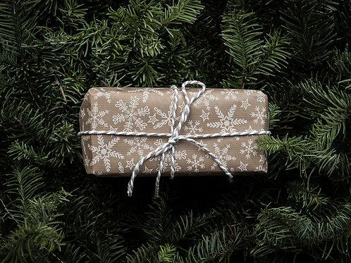 Presentbox med logga och snöre