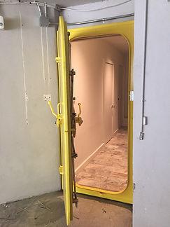 Submarine door2.jpg