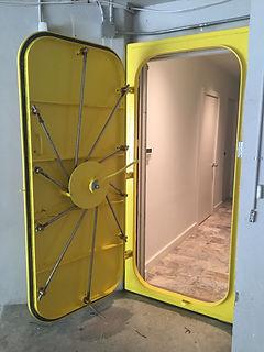 Submarine door3.jpg