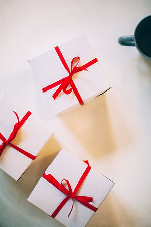 boxes-cup-gifts-776947.jpg