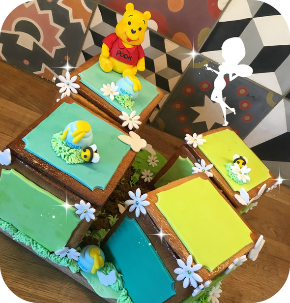 """Winnie Birthday Box"""