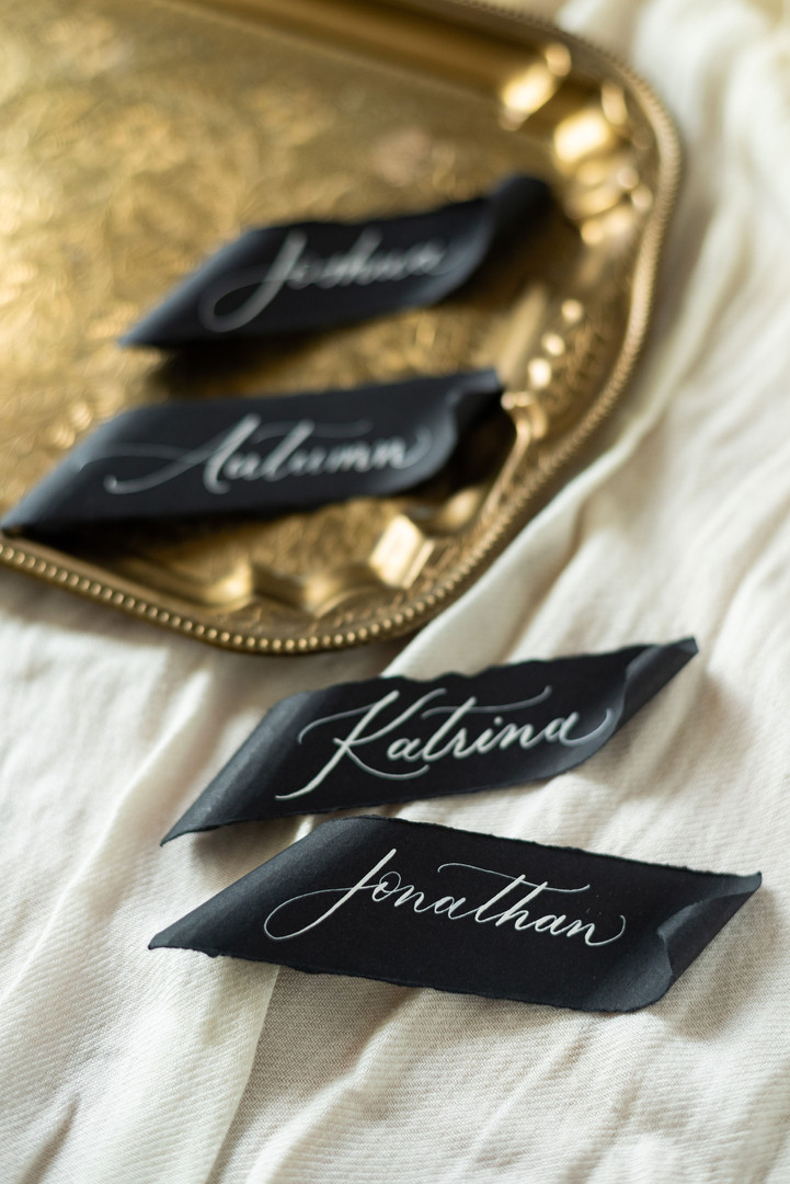 Paper scrolls placecards