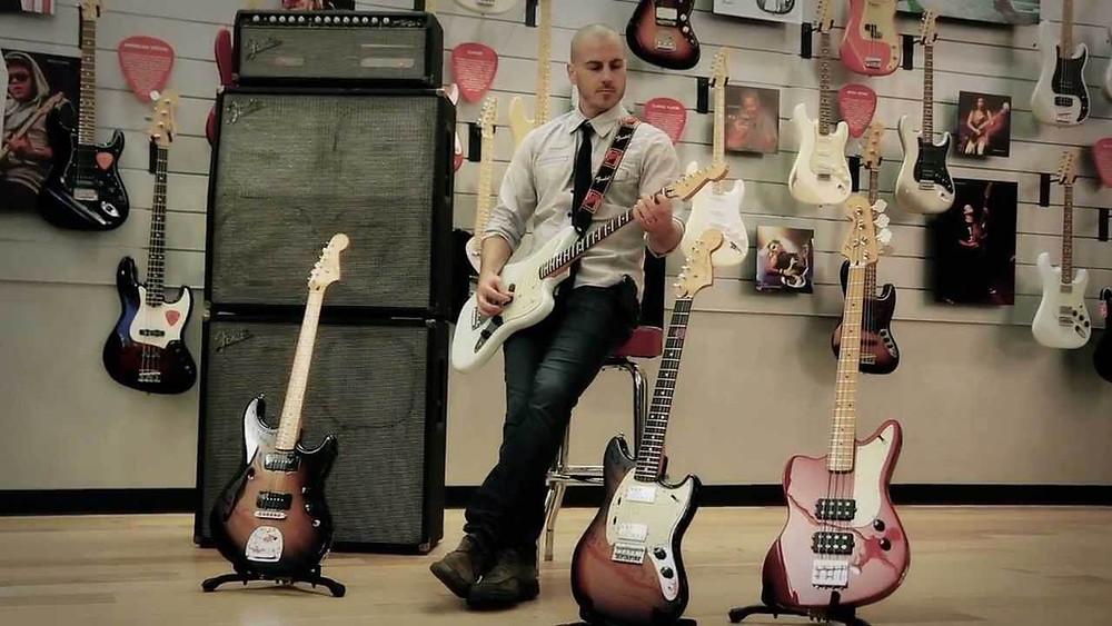 Fender Products başkan yardımcısı Justin Norvell