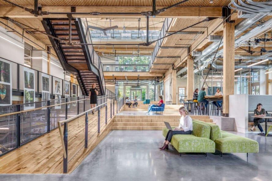 Bina iç hacminde VOC ve toksik kimyasallar bulunmuyor. Bina sağlıklı bir hava kalitesine sahip.