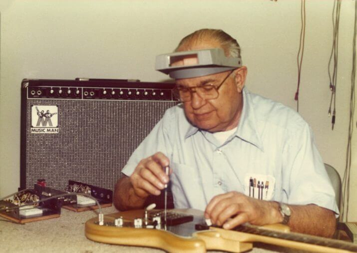 Leo Fender, 1950'lerin başında Fender'in ilk Telecaster'larının ve Stratocaster'larının bazılarında, dişbudak ağacı kullandı.