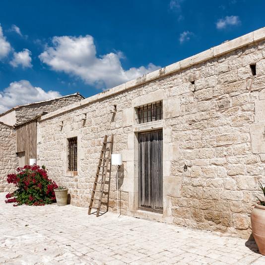 La Chiusa Sicily cortile 1 Lavegas Noto