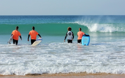 9 pies surf camp