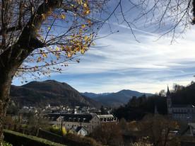 Vue du Centre Assomption sur le sanctuaire et la ville de Lourdes