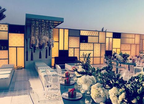 Modern Lines & Soft Glows, Arabesque at its best