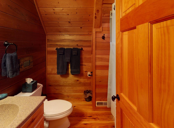 Full bathroom in loft