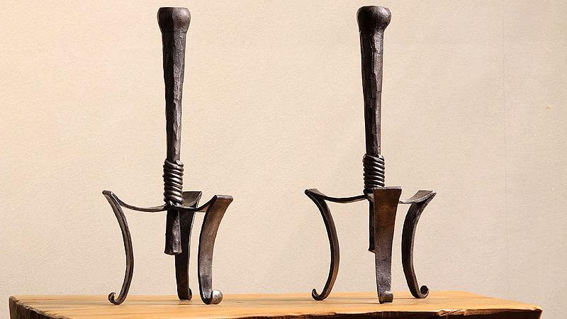 זוג פמוטים גדולים ממתכת - עיצוב בברזל