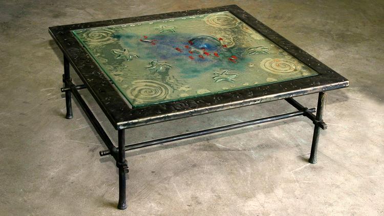 שולחן סלוני מברזל וזכוכית בעיצוב מקורי