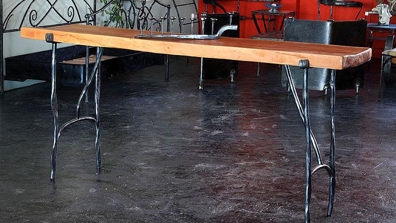 שולחן בר מאורך מעץ וברזל