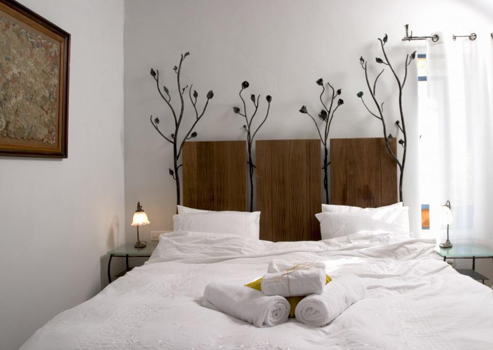 מיטת ברזל עם שושונים