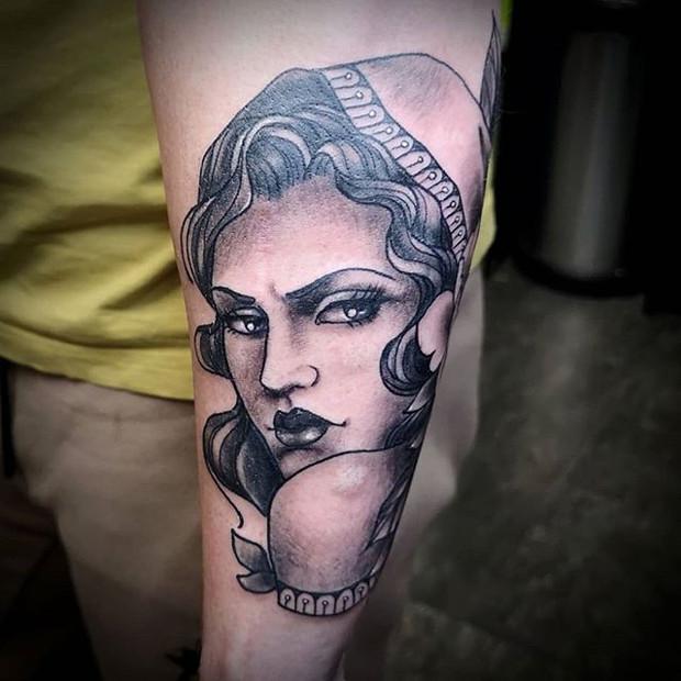 Black and grey neotraditional lady head tattoo by Rosa Laguna