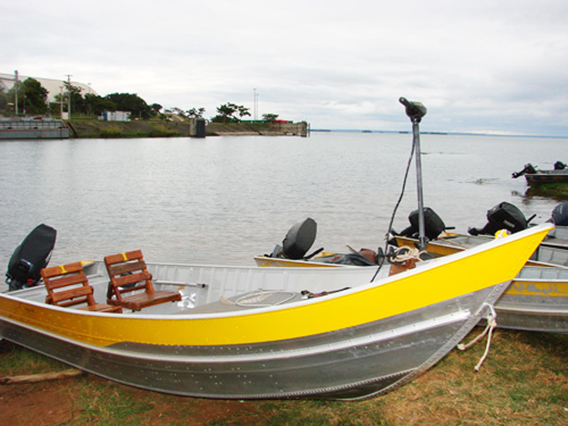 Barco para pescaria