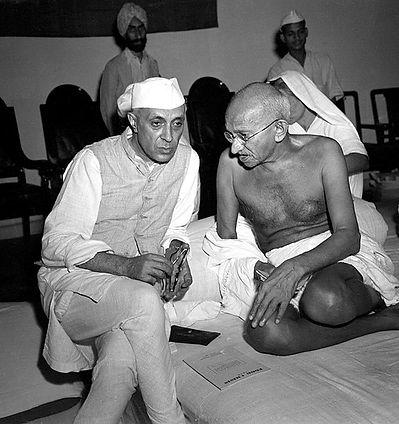 564px-Gandhi_and_Nehru_in_1946.jpg