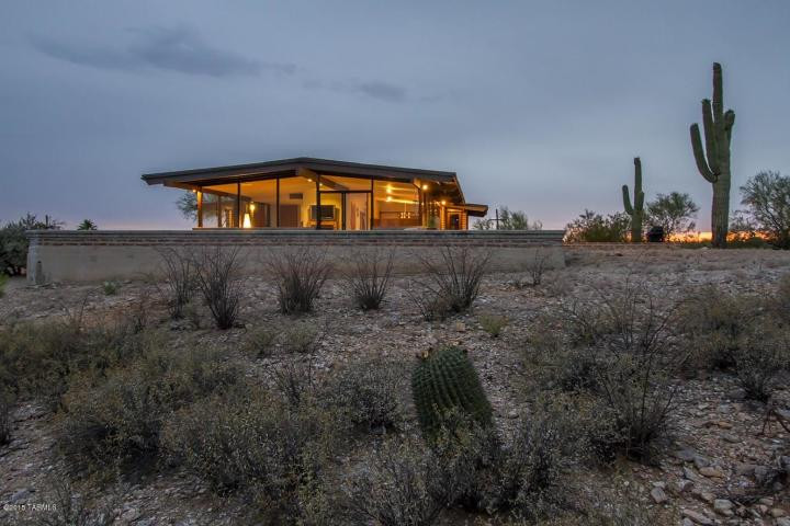 #desertmodernism #foothills #burntadobe #martinihouse