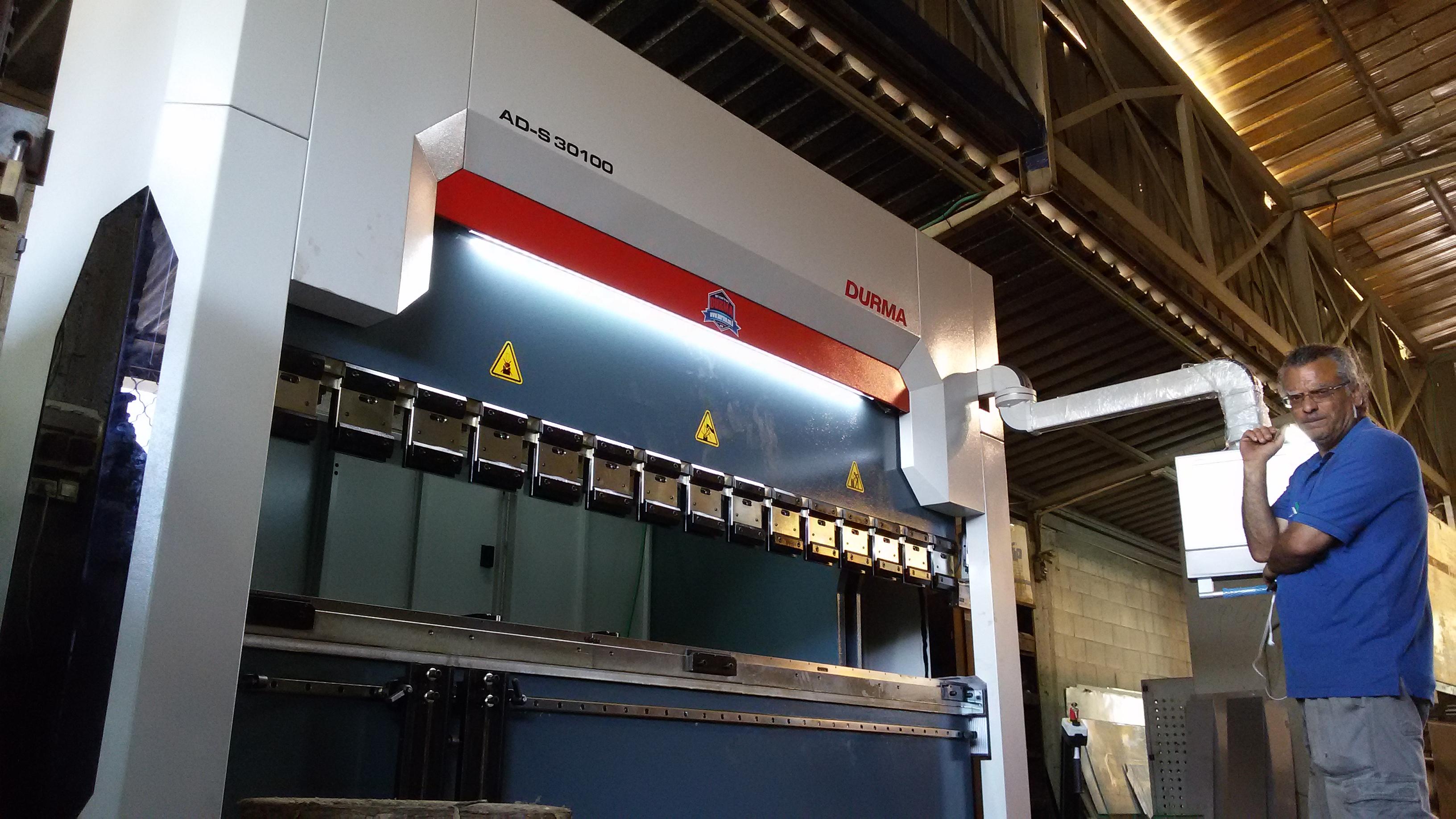 מכונה לכיפוף פח תוצרת DURMA דורמה