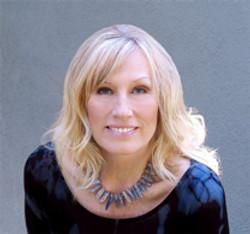 Headshot Darlene Koldenhoven Singer