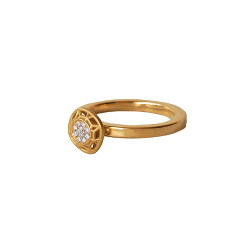 Round Shape With 12 Diamonds 18k Gold Ring