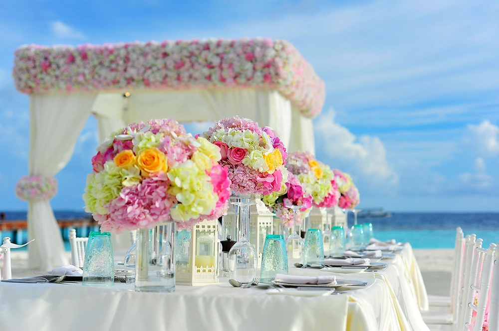 open air wedding table under the blue sky