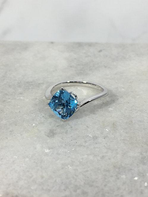 14KW Blue Topaz Ring