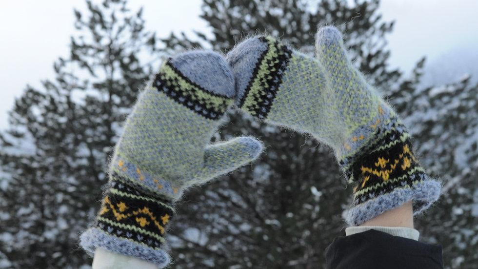 Helena mittens many sizes