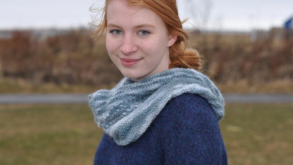Ylja neckwarmer (English)