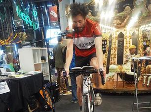 Laurent_-_lecture_sur_vélo.jpg