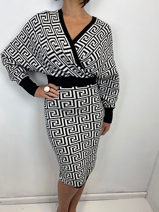 Black & White cross-over Dress with slight batwing sleeves